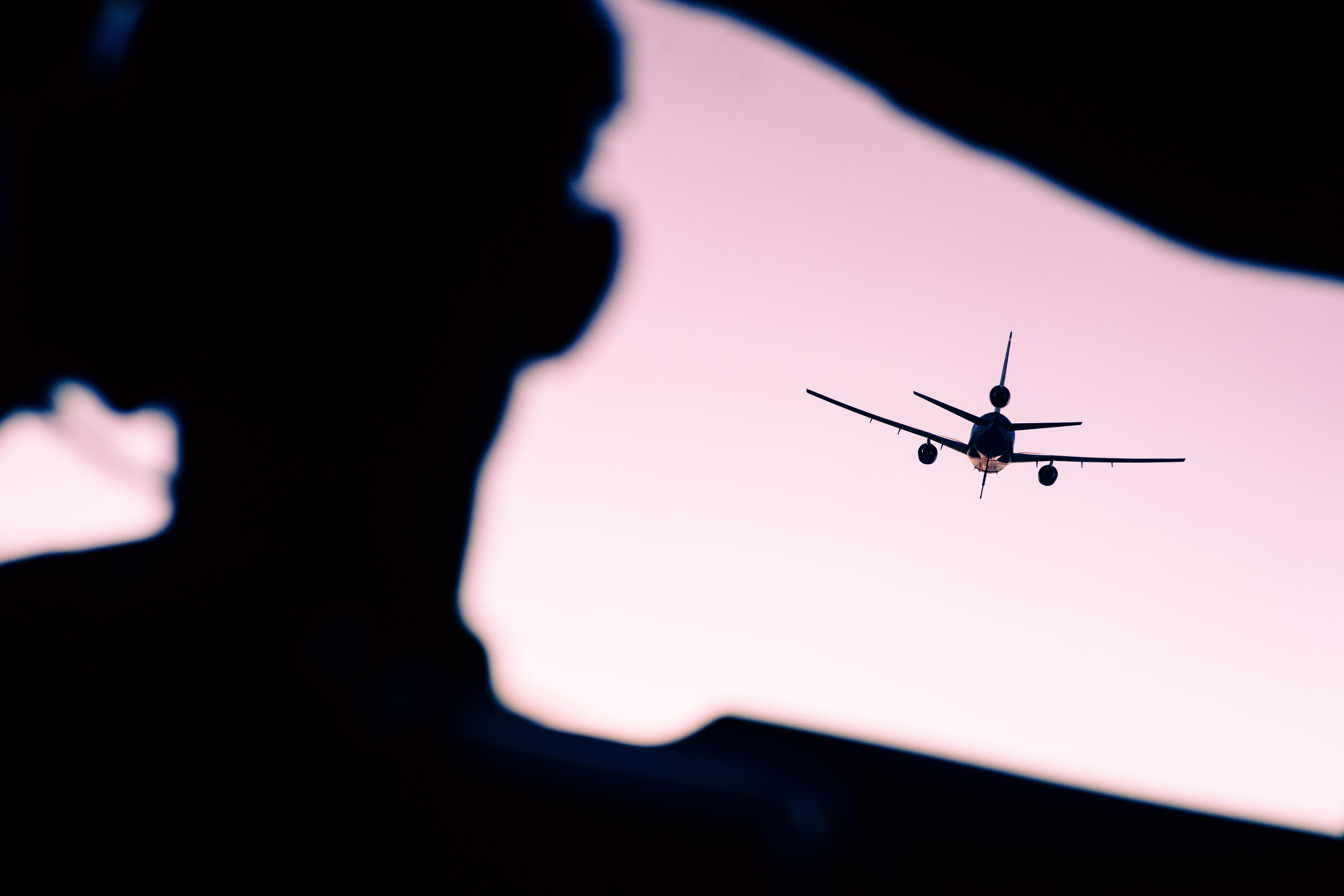 Mai multe companii aeriene suspendă toate cursele spre Iran, Irak și țările din Golf