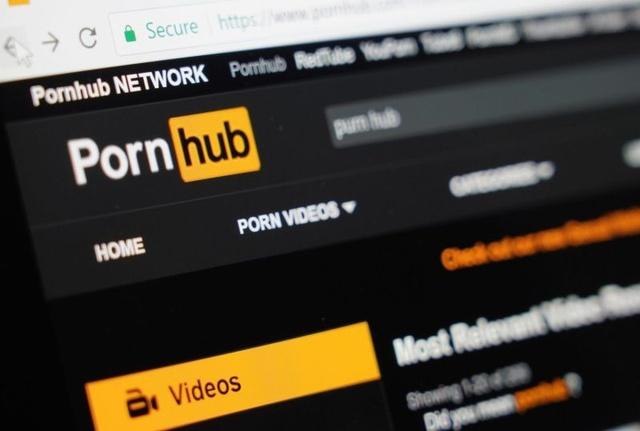 Cum se laudă PornHub că dă o mână de ajutor în izolare! Ce se întâmplă pe platformă începând de astăzi