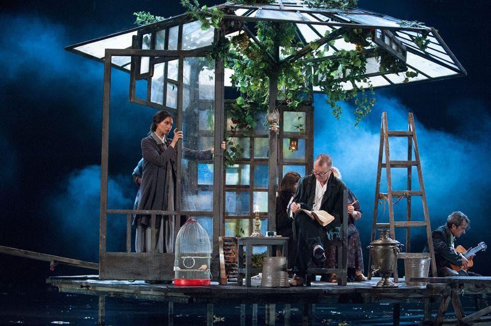 Astă seară vezi gratuit un spectacol de Cehov, la tine acasă