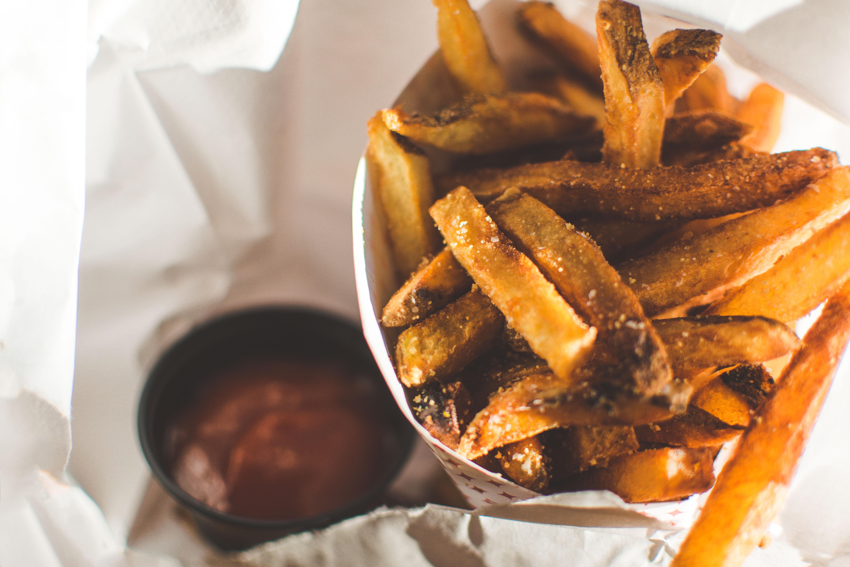 Fermierii din Belgia le cer oamenilor să mănânce cartofi prăjiți de două ori pe săptămână pentru a salva agricultura
