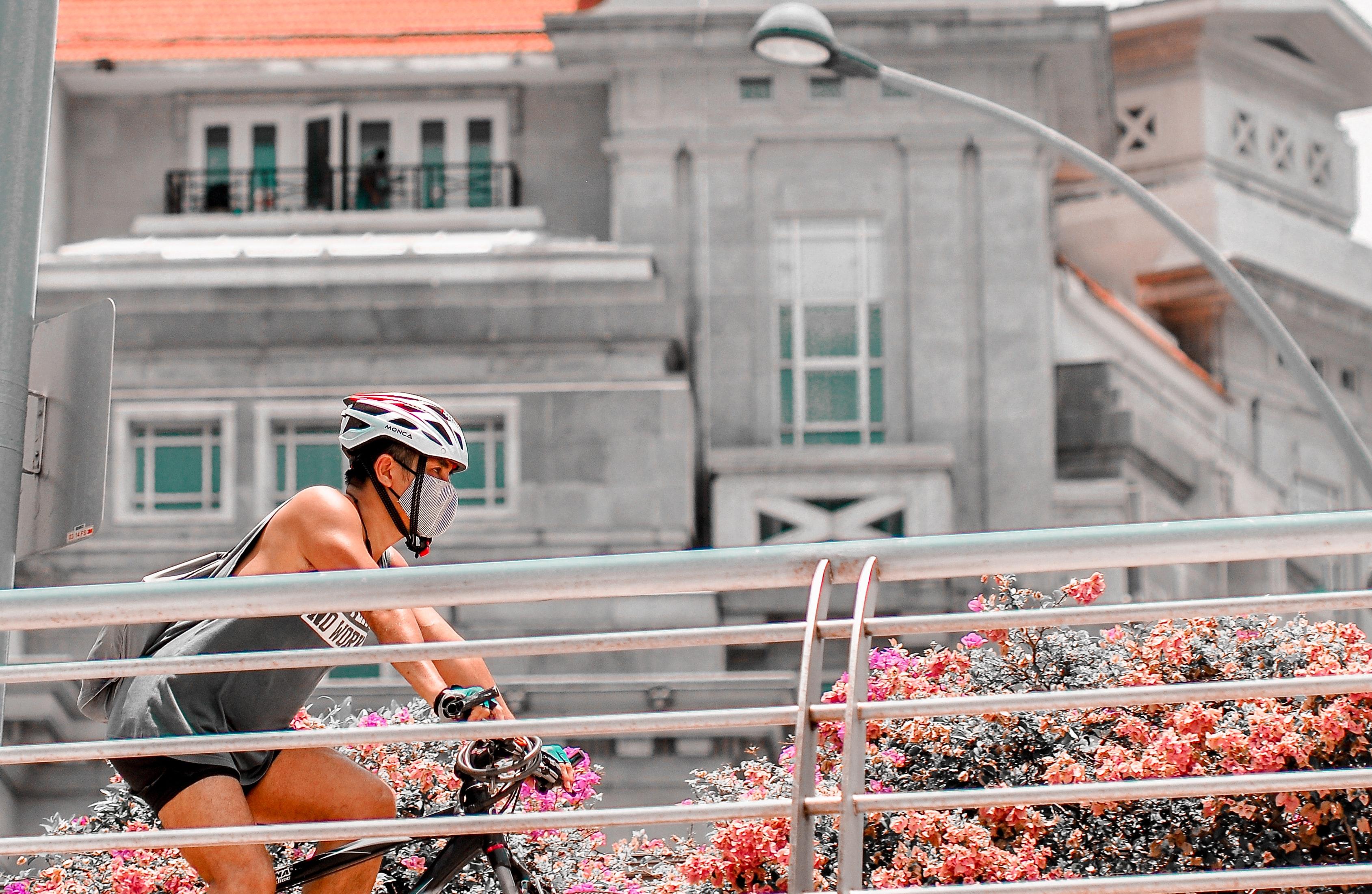 Europenii înlocuiesc transportul în comun cu bicicleta, de teama coronavirusului