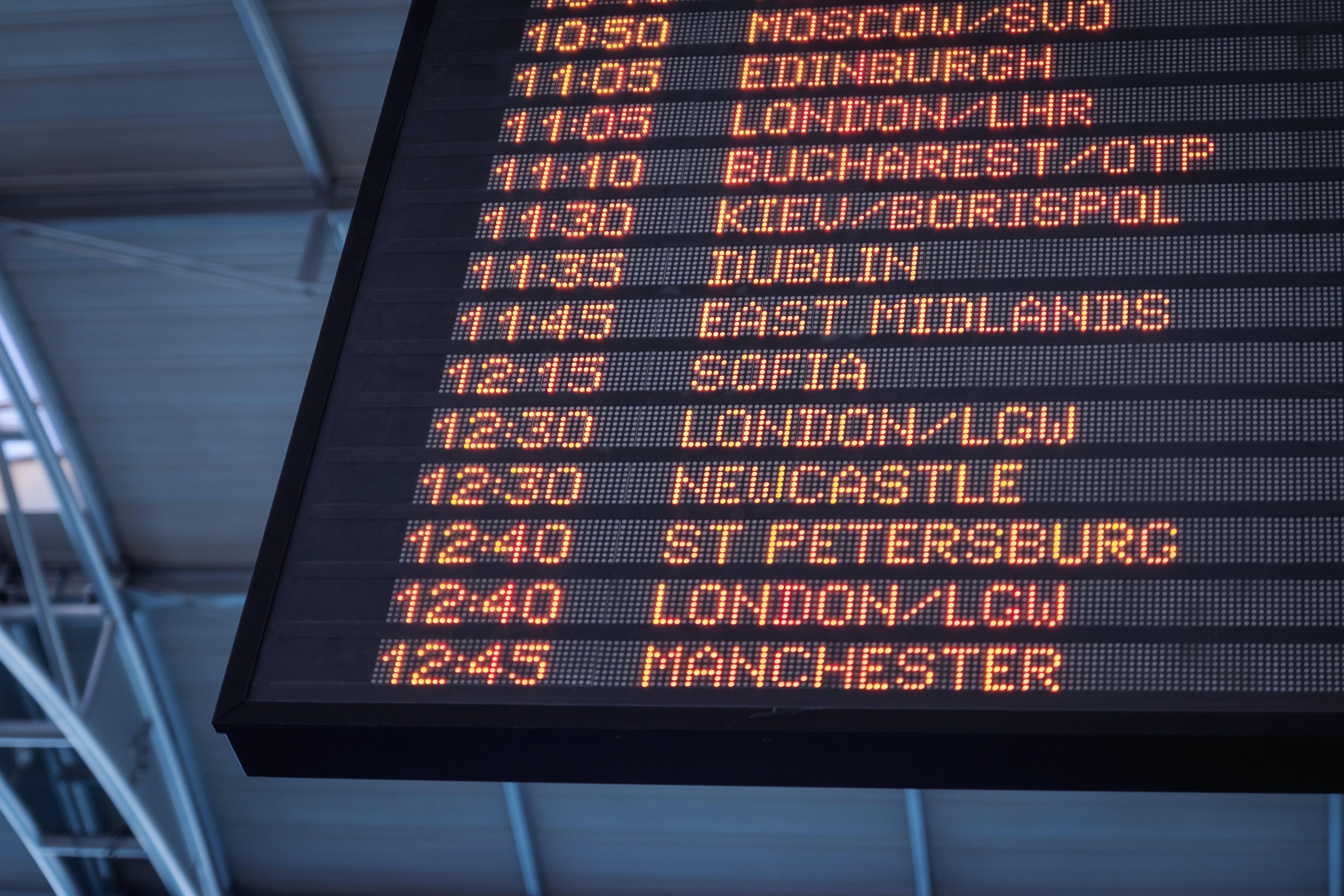 Prețurile biletelor de avion ar putea crește cu 50% din cauza măsurilor de distanțare impuse la bord