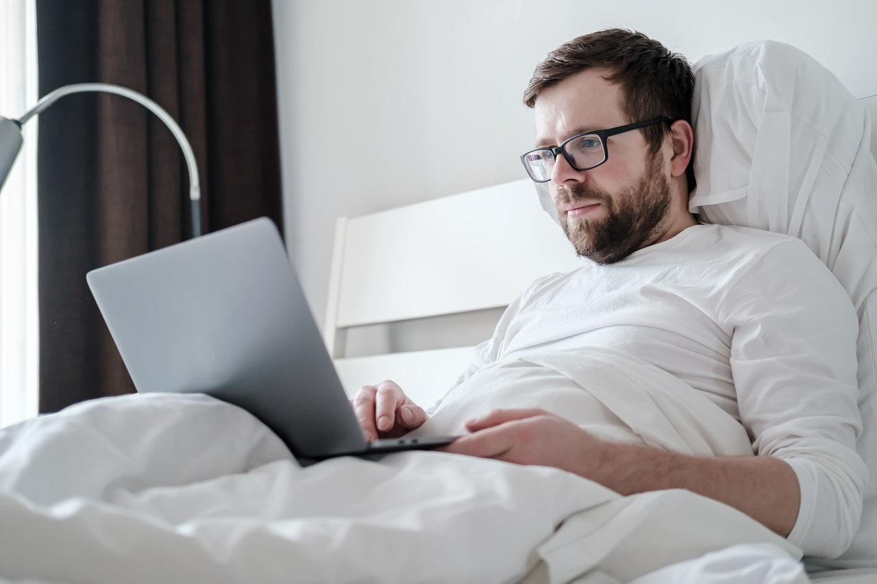 Adobe Analytics: Vânzările de pijamale au crescut cu 143% de când oamenii lucrează de acasă