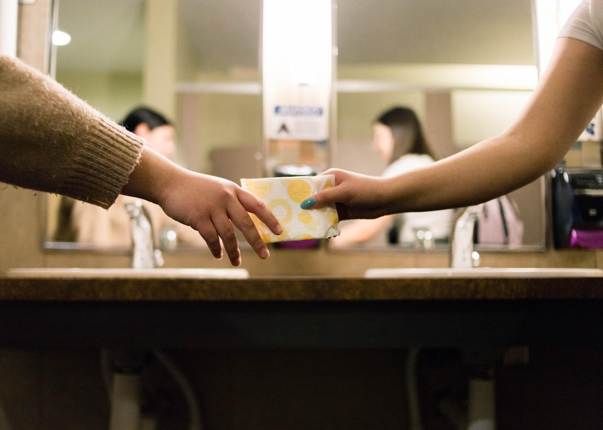 Ca și sexul, menstruația este subiect tabu. După Scoția, Noua Zeelandă oferă gratuit în școli, absorbante și tampoane