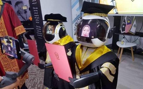 Malaezia: roboții absolvenți