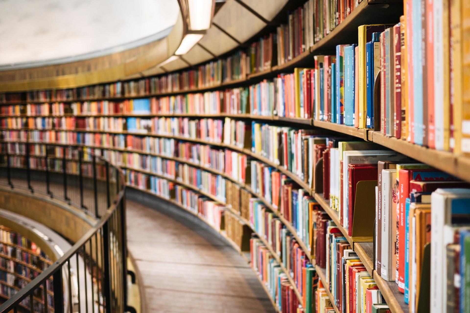 Franța: Cărțile returnate bibilotecilor după izolare intră în carantină