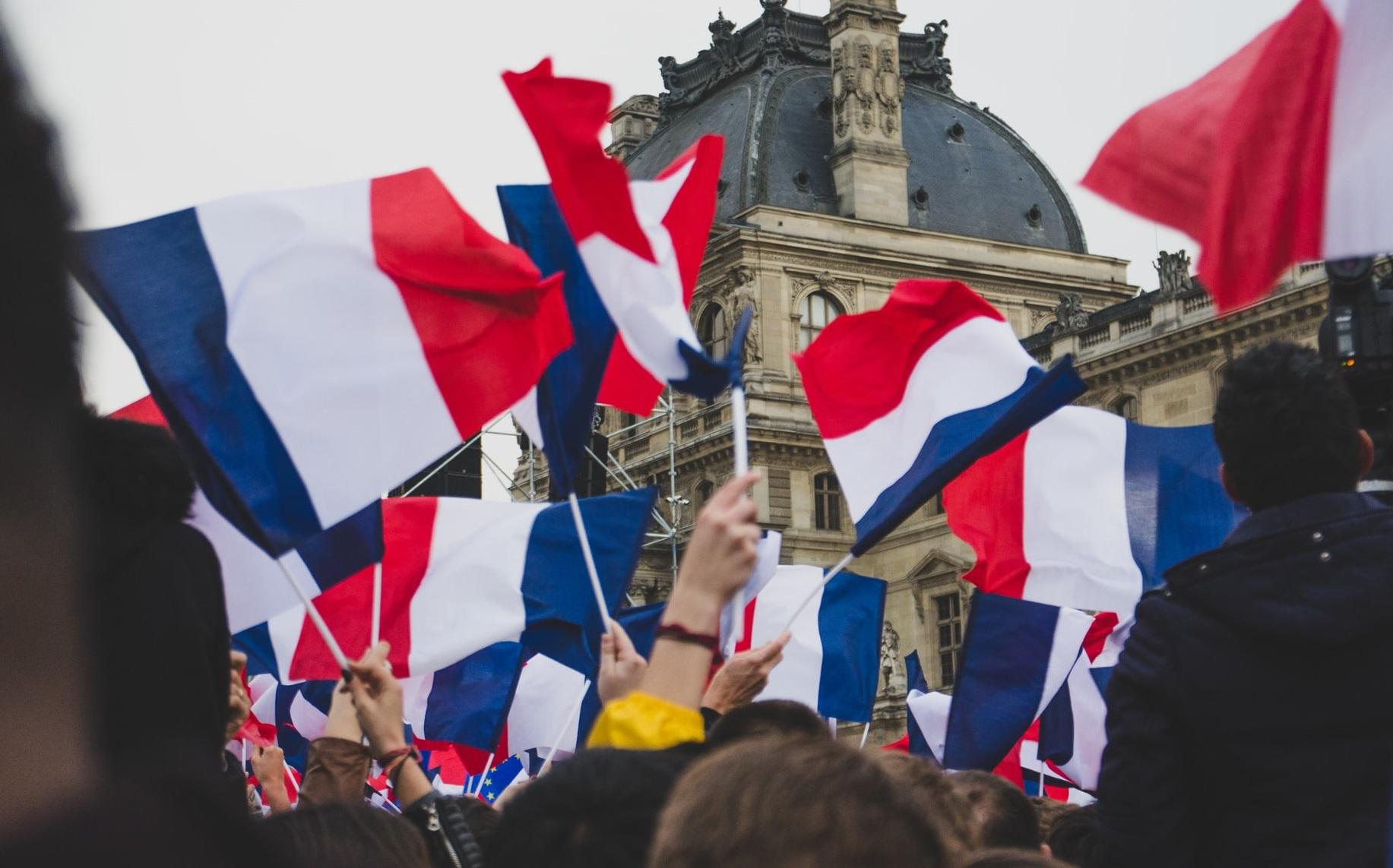 Franța: Mâine se ridică starea de urgență