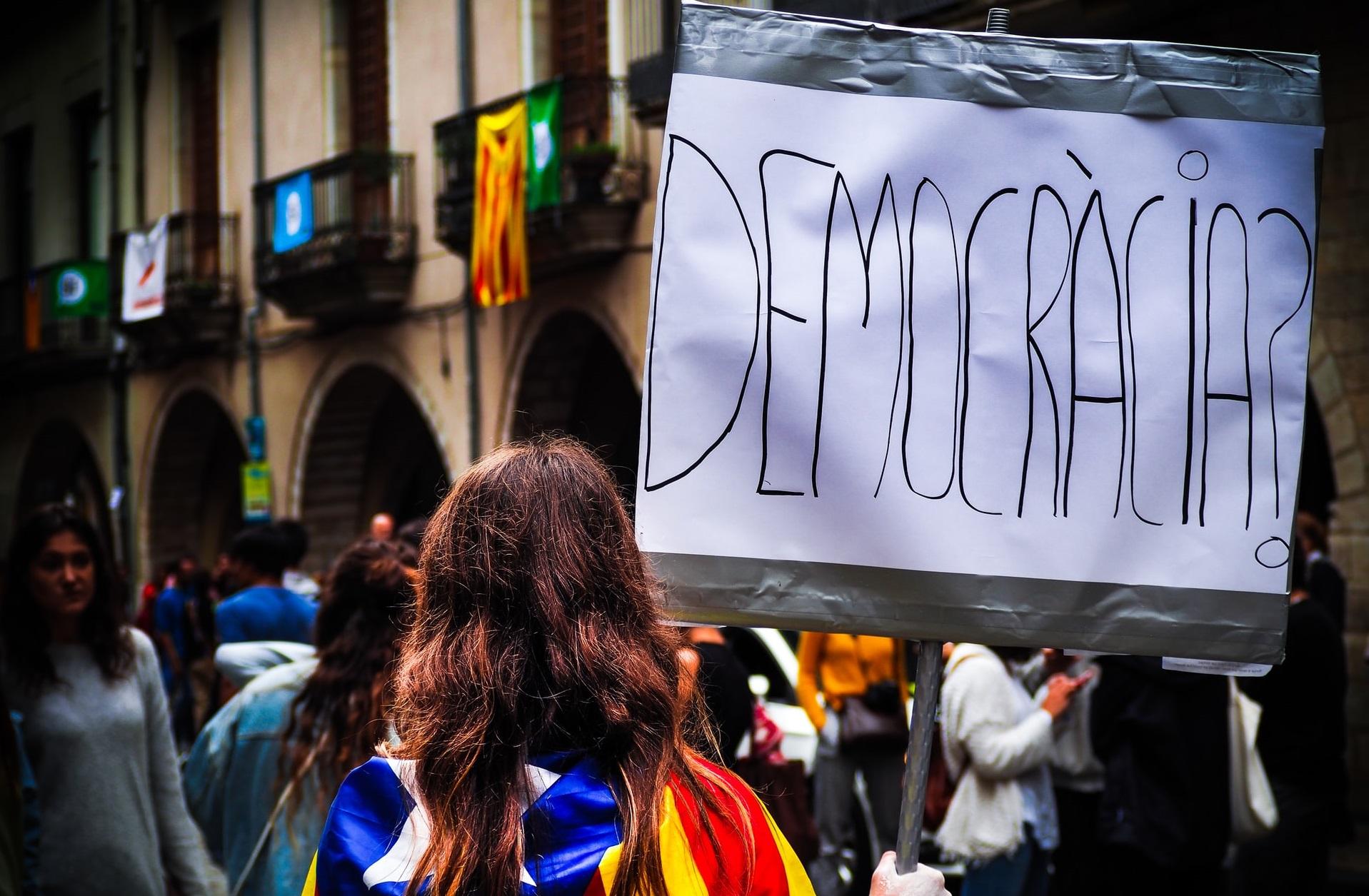 Spania | Reintroducerea izolării într-o zonă din Catalonia este declarată ilegală