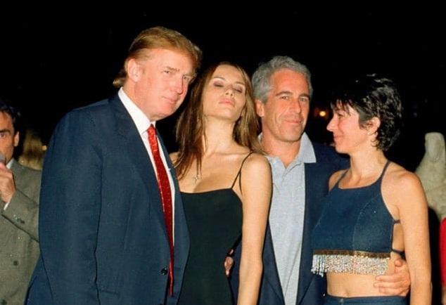 """Trump, decupat dintr-o fotografie în care apărea alături de miliardarul pedofil Epstein. Fox News spune că a fost o """"eroare"""""""
