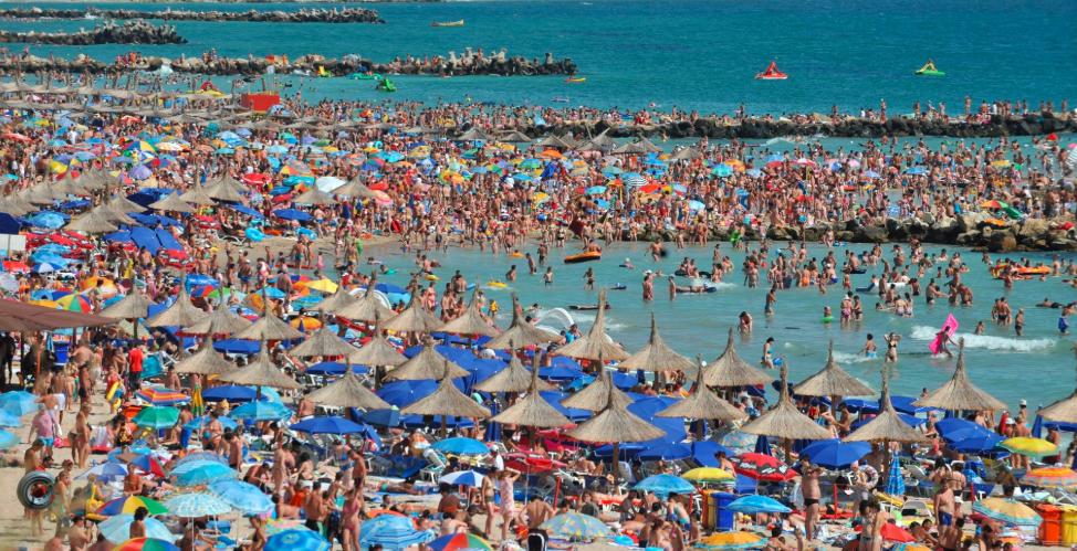 Cum se vede România din afară: Oameni care nu cred în virus, plaje aglomerate, imprudență