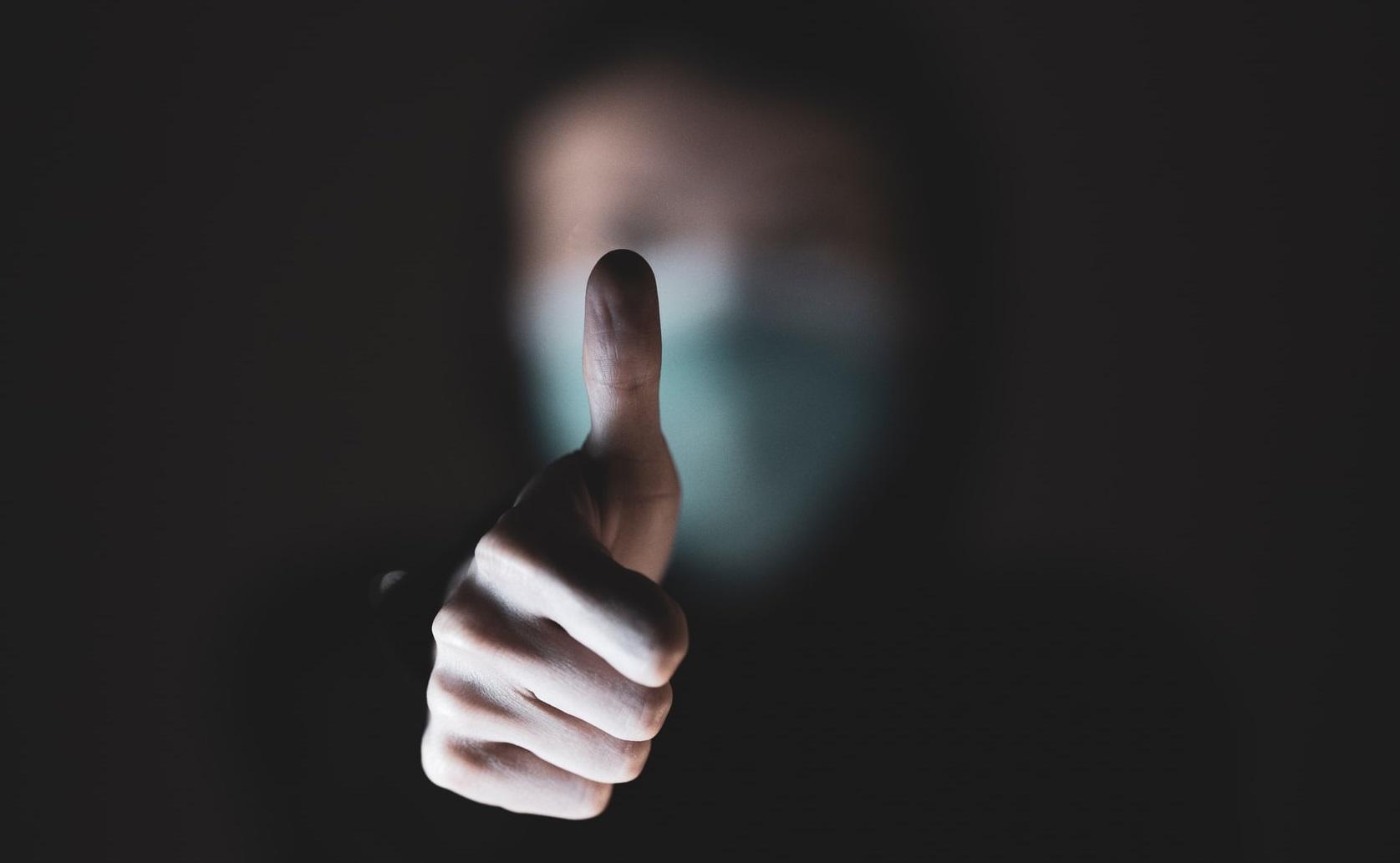 Două teste simple care arată dacă disconfortul tău respirator e cauzat de Covid-19