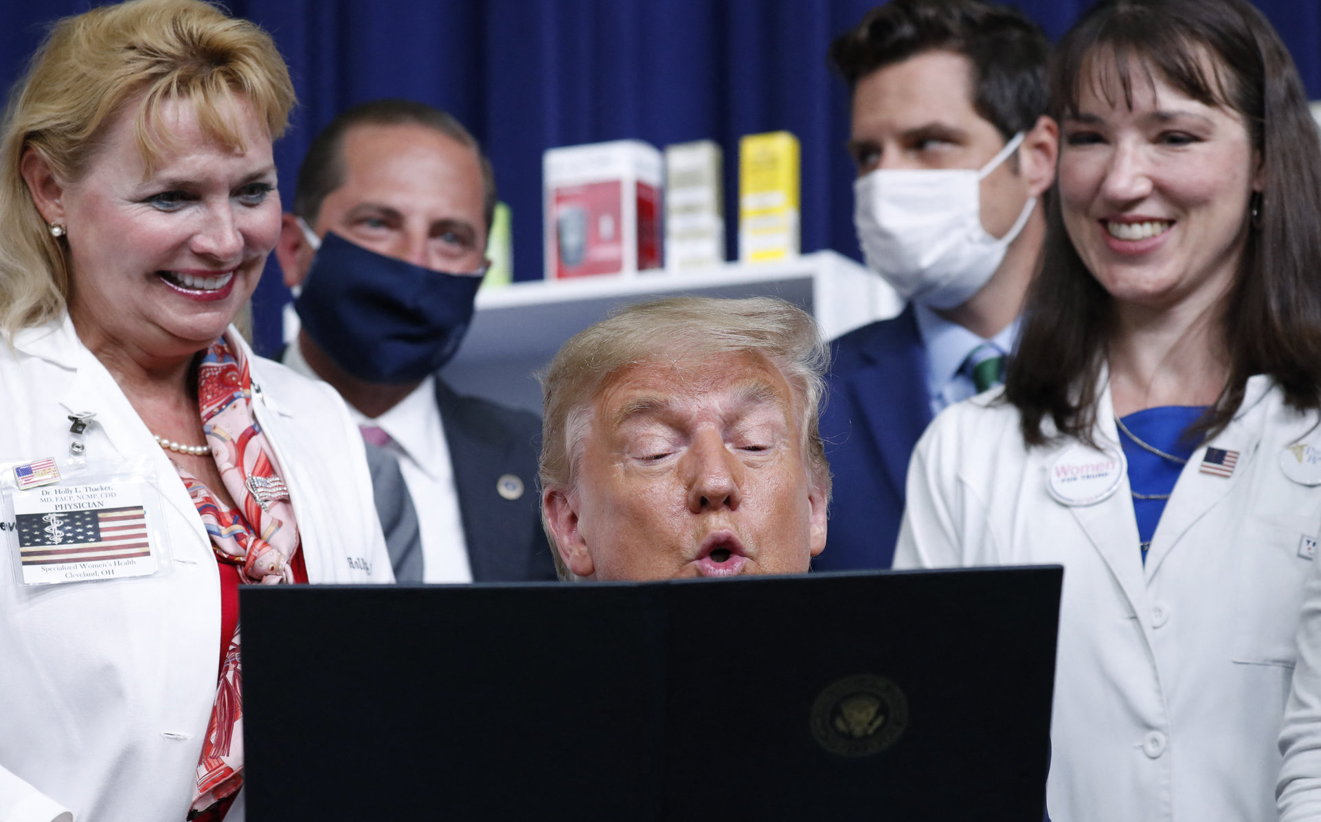 Trump a distribuit un clip video în care un medic vorbește despre ADN-ul extraterestru, sperma demonilor și hidroxiclorochină