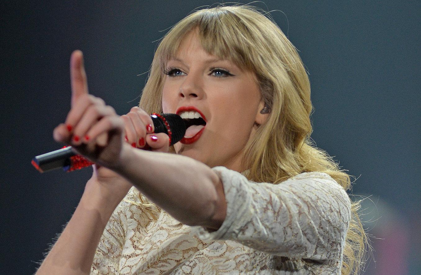 """Taylor Swift – succes răsunător cu noul album surpriză, """"folklore"""""""