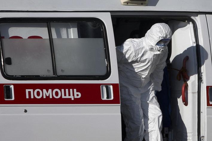 Epidemia de căzut de la fereastră continuă în Rusia