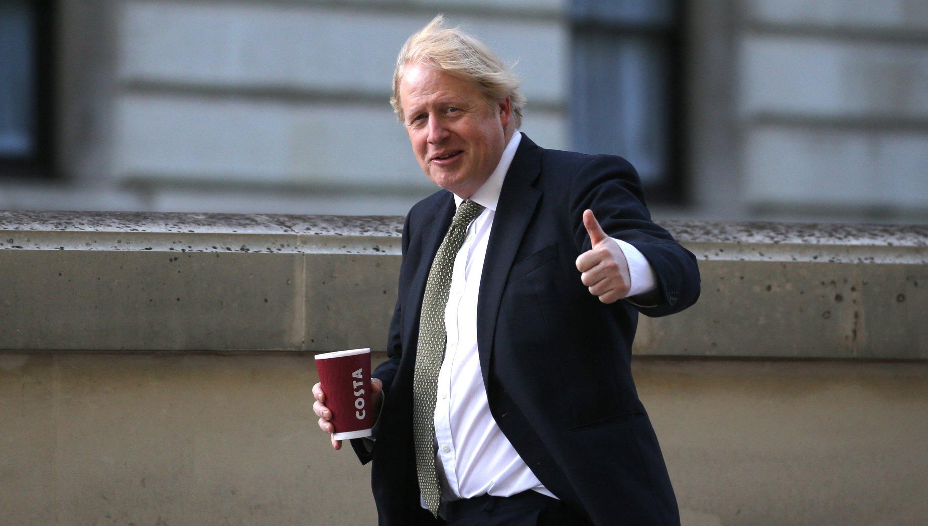 În lupta împotriva Covid-19, Boris Johnson vrea să-i pună pe britanici să slăbească