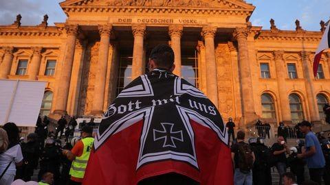 Protestele anti-mască se radicalizează