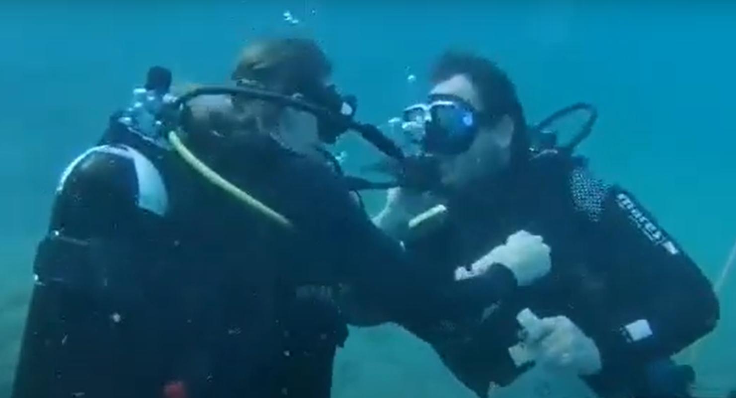 VIDEO| Cerere în căsătorie subacvatică pe Insula Alonissos din Grecia