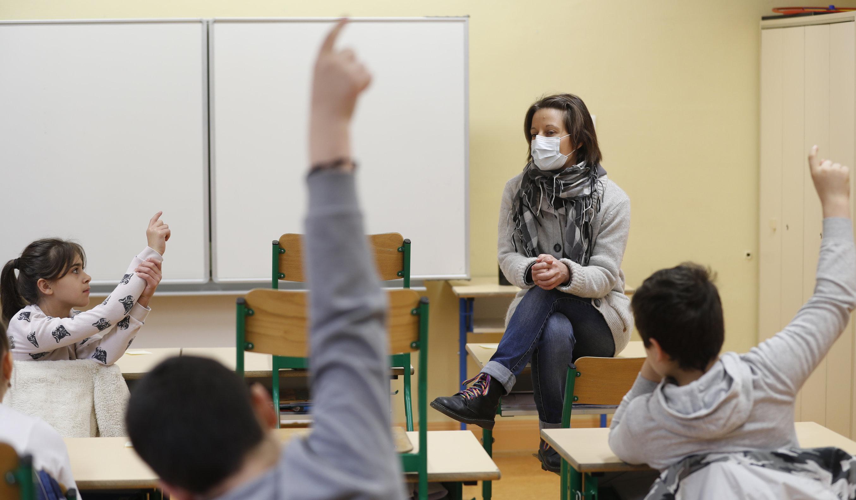 Franța| Autoritățile schimbă protocolul de sănătate pentru a permite redeschiderea școlilor