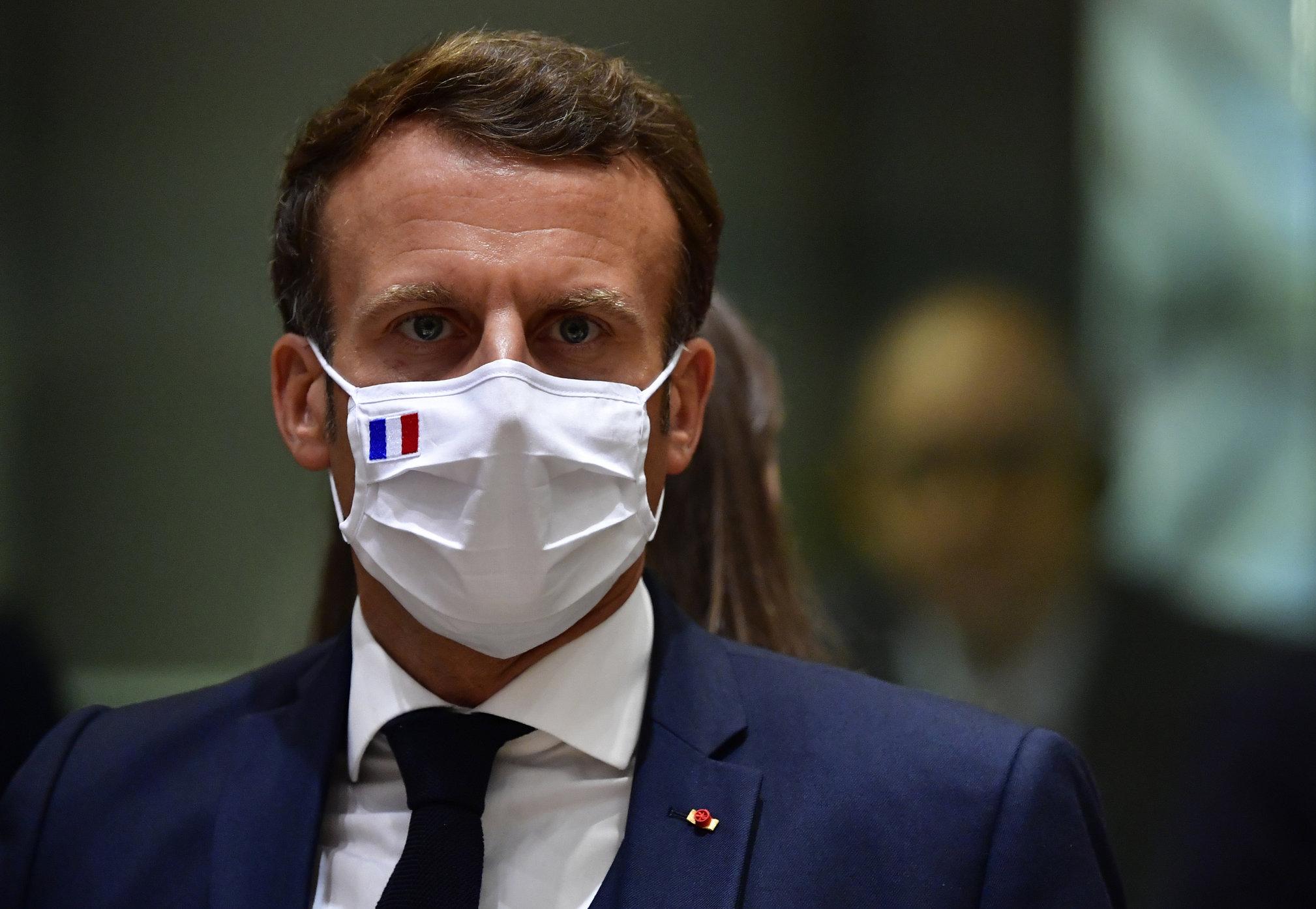 Franța va impune restricții doar celor nevaccinați, anunță Emmanuel Macron