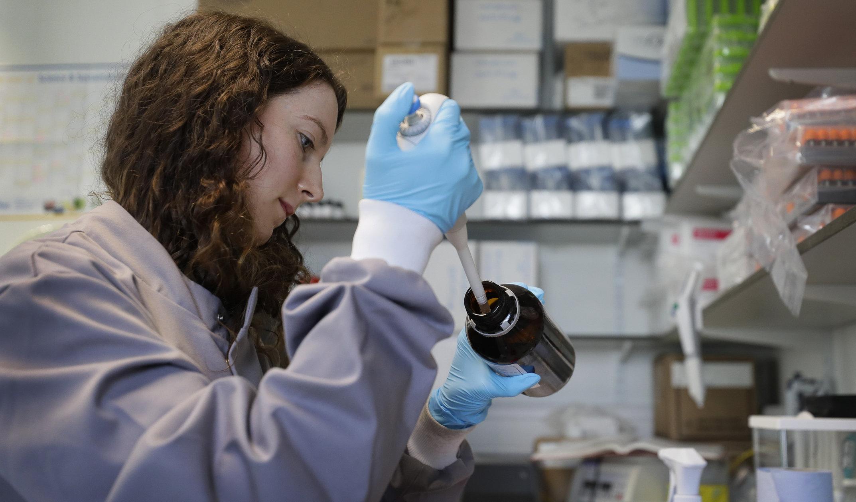 Vaccin anti-Covid| Șefii laboratorelor au câștigat deja 1 miliard de dolari, fără să ofere vreo garanție