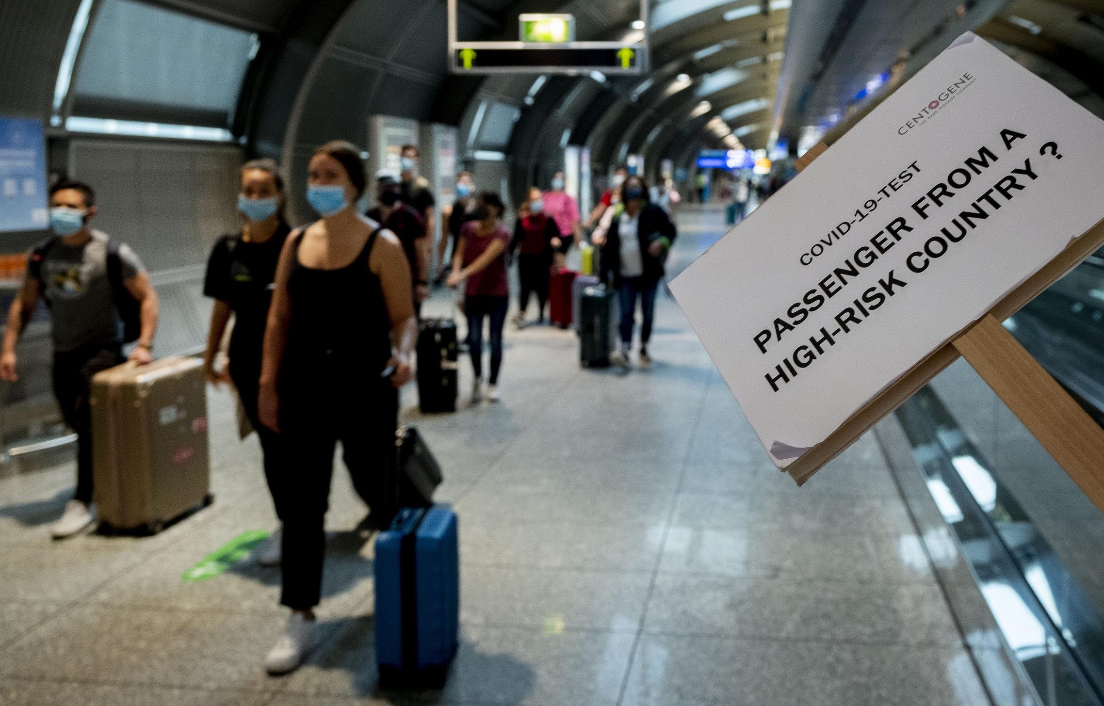 Cum ajung americanii în Europa, încălcând restricțiile