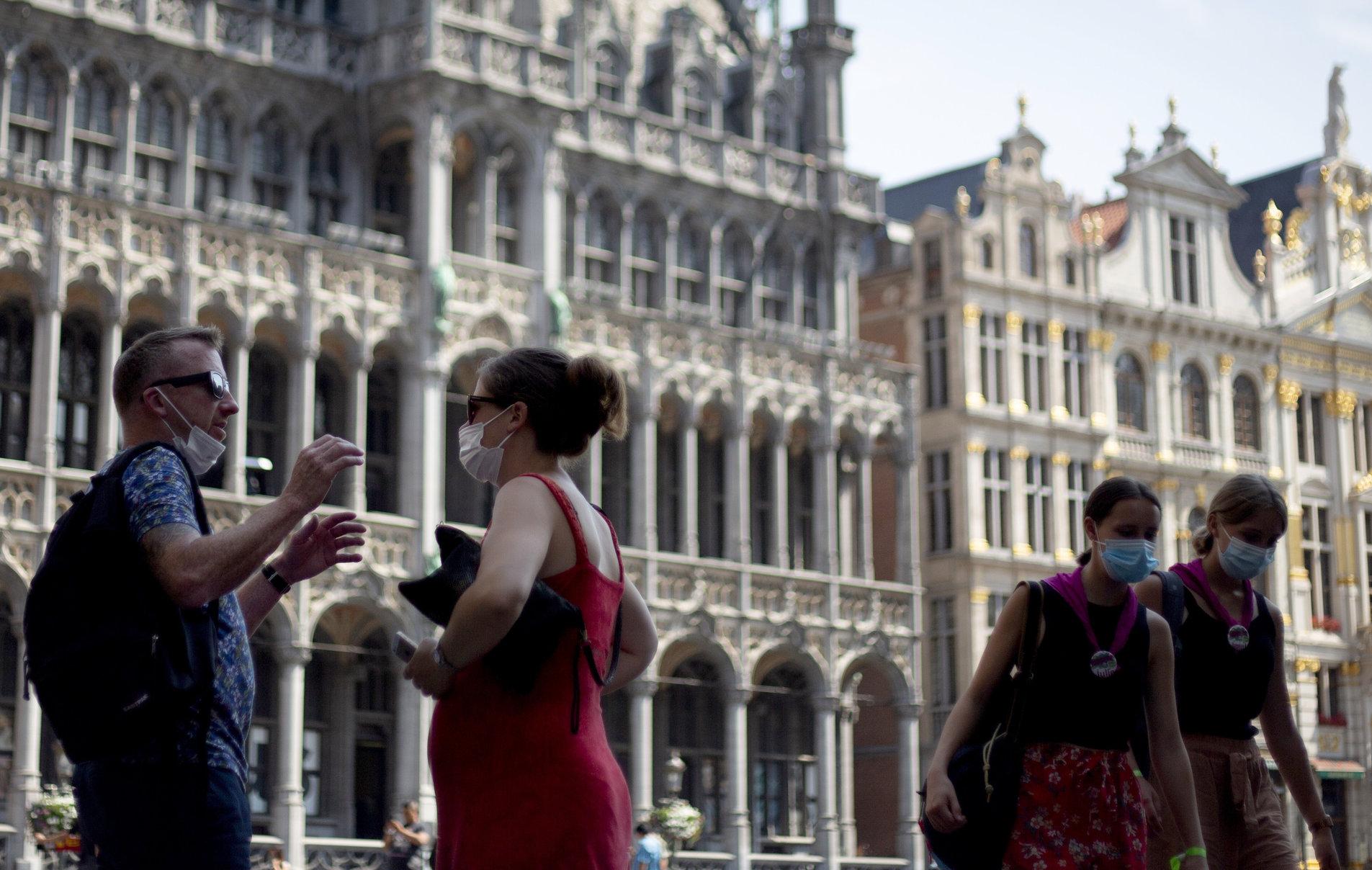 Belgia  Fără înghețată, apă sau țigări pe stradă. Ar însemna să scoți masca, ceea ce reprezintă o infracțiune
