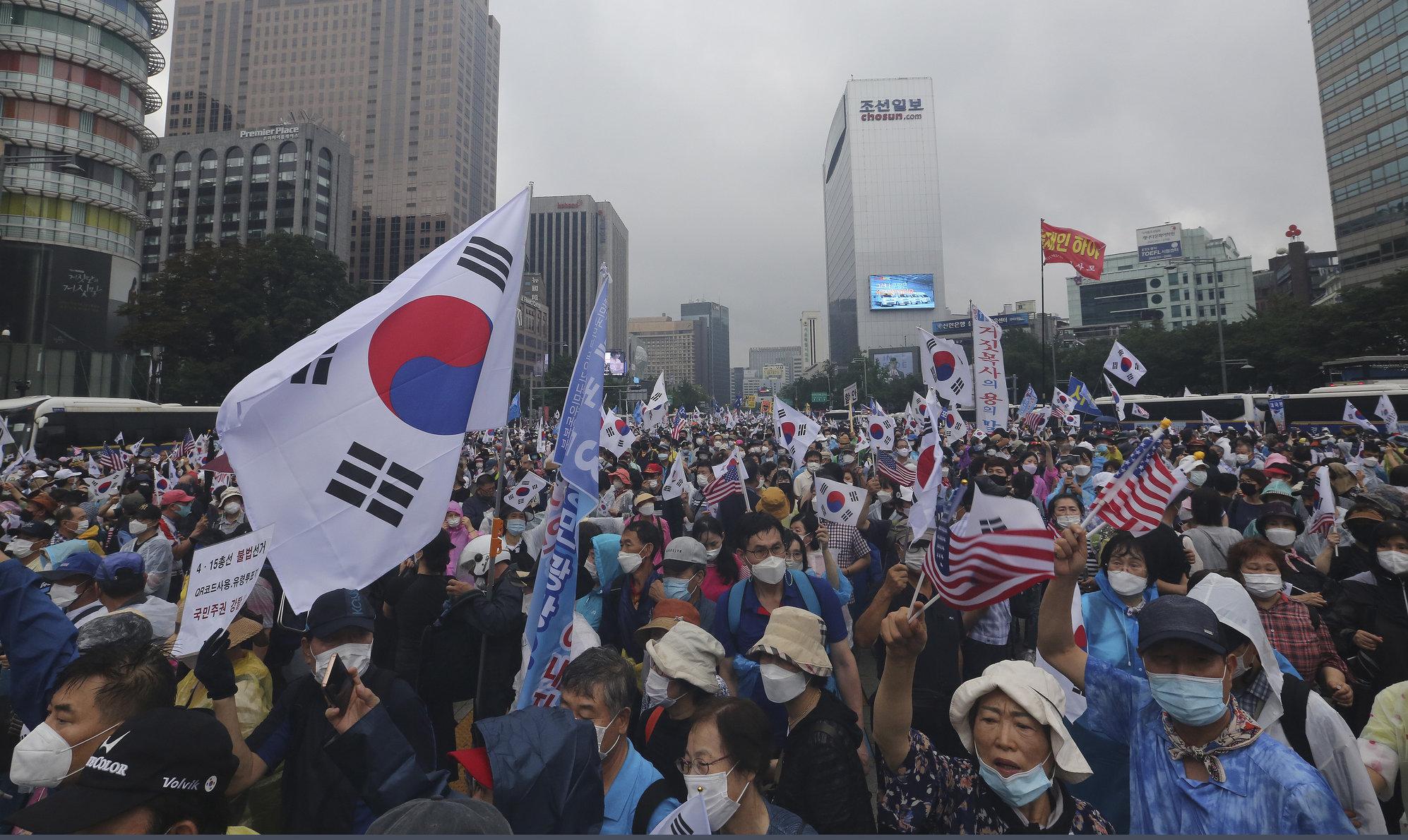 """Seul  """"Ne luăm țara înapoi de la președintele criminal"""". Proteste împotriva restricțiilor, cu mii de manifestanți"""