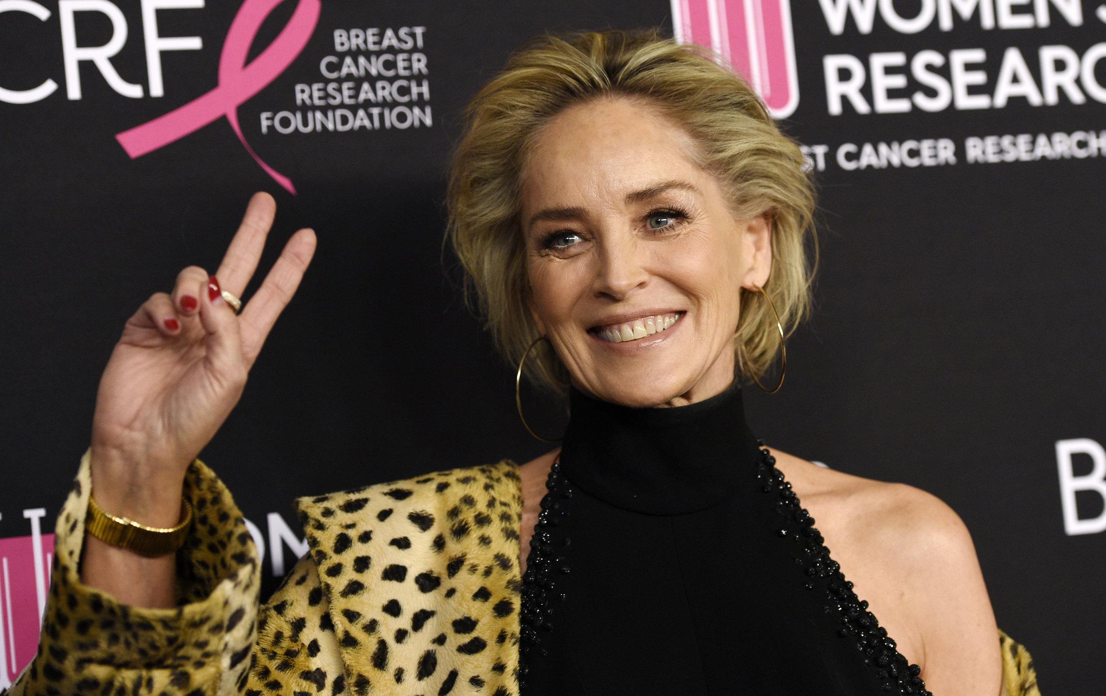 """Sharon Stone, campanie electorală pe spatele rudelor decedate din cauza Covid. """"Nu vota un criminal"""""""