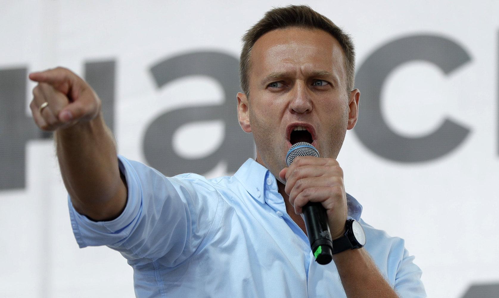 """Merkel și Macron îi oferă """"asistență medicală"""" lui Alexei Navalny ..."""