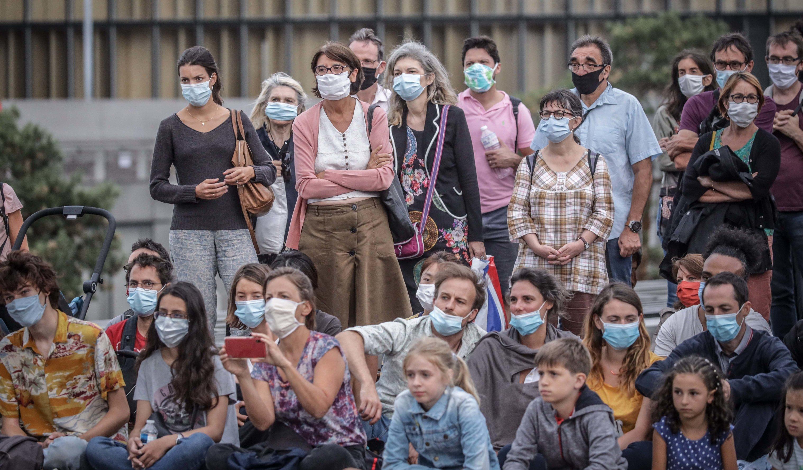 """Imunitatea colectivă este o iluzie. """"Niciodată nu a fost folosită ca strategie de răspuns într-o epidemie"""", spune OMS"""