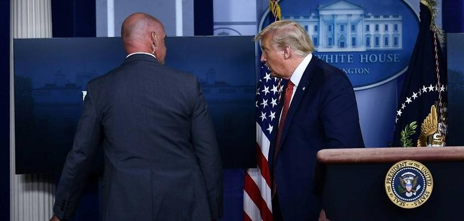 VIDEO  Trump a fost evacuat în timpul unei conferințe de presă. Focuri de armă lângă Casa Albă