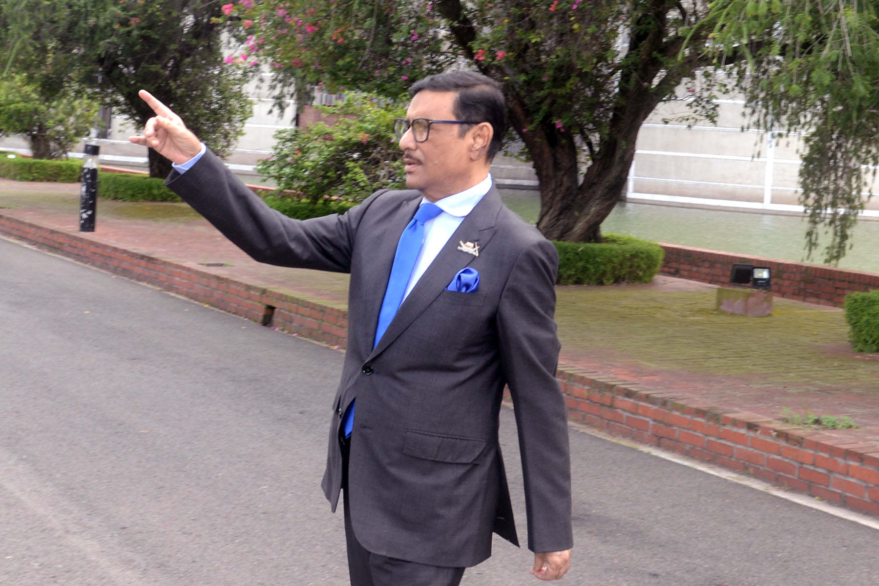 FOTO: O nouă specie de ministru în Bangladesh, ministrul influencer
