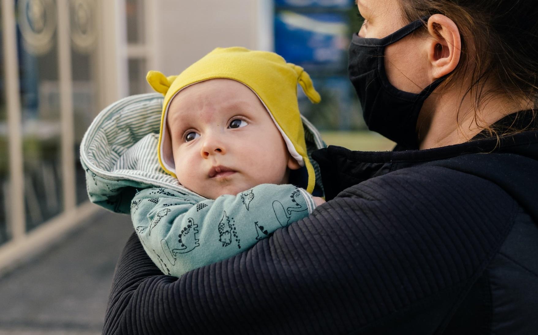 Zbor anulat pentru că un bebeluș de 19 luni nu a purtat mască în avion