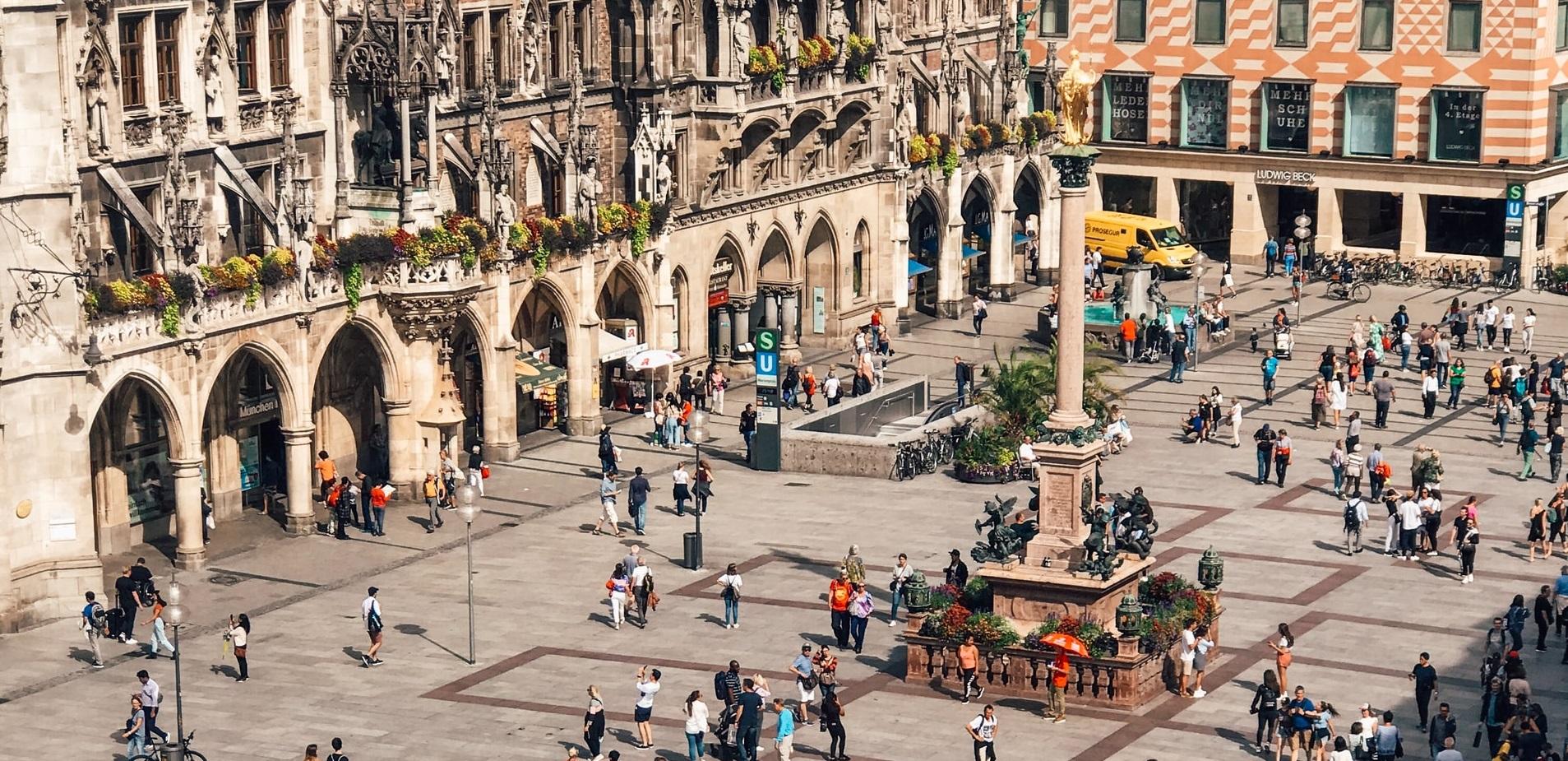 München| Se reintroduc restricțiile. Masca obligatorie pe stradă, întâlniri private de maximum cinci persoane