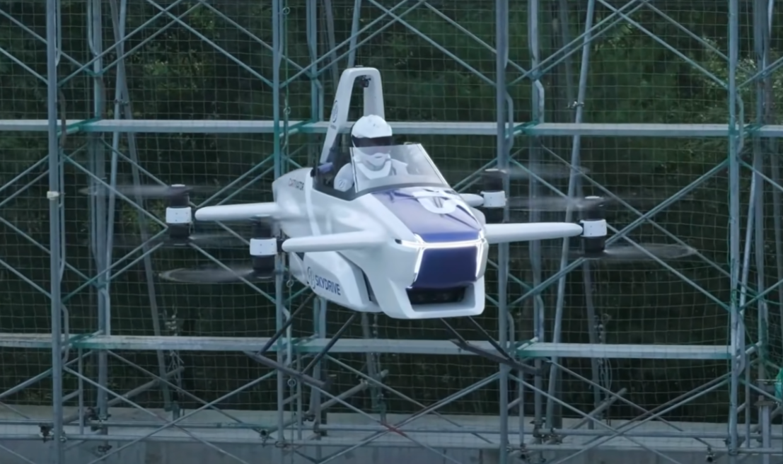 VIDEO  Primul test cu pilot pentru o mașină zburătoare. Te vei putea deplasa cu ea din 2023