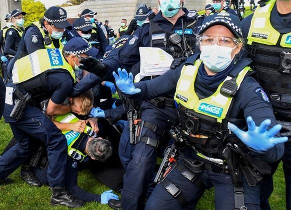 Australia| Zeci de persoane care se opun restricțiilor, arestate