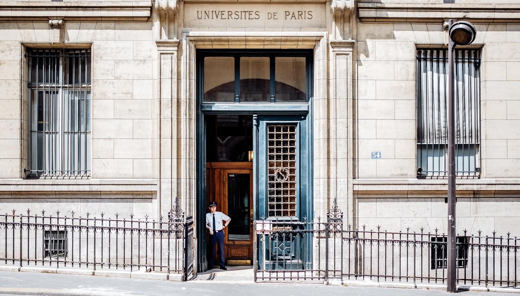 Franța| Se înmulțesc focarele în universități. O parte au revenit la învățământul online