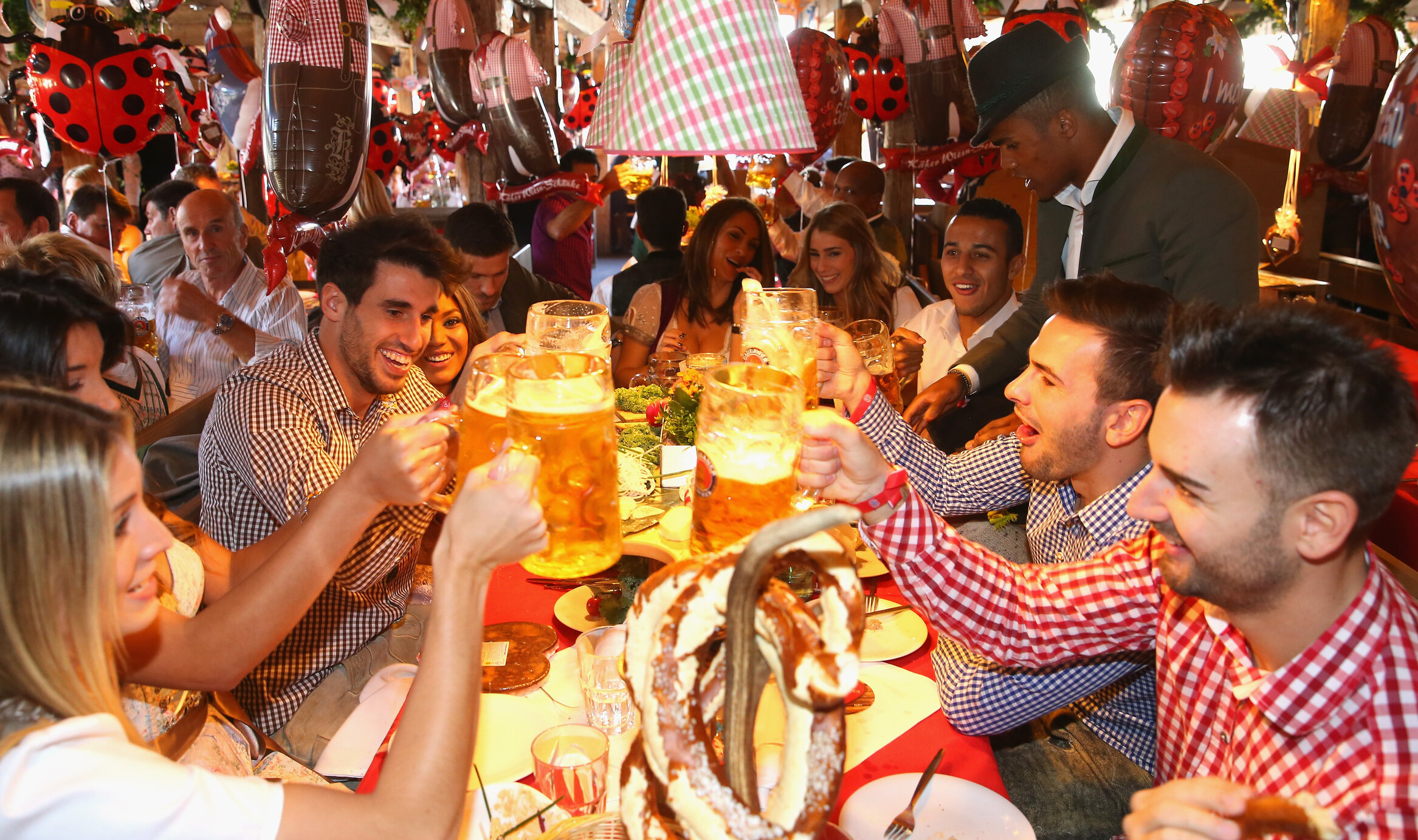 Oktoberfest urma să înceapă astăzi. Festivalul berii din Germania, anulat pentru prima dată după Al Doilea Război Mondial