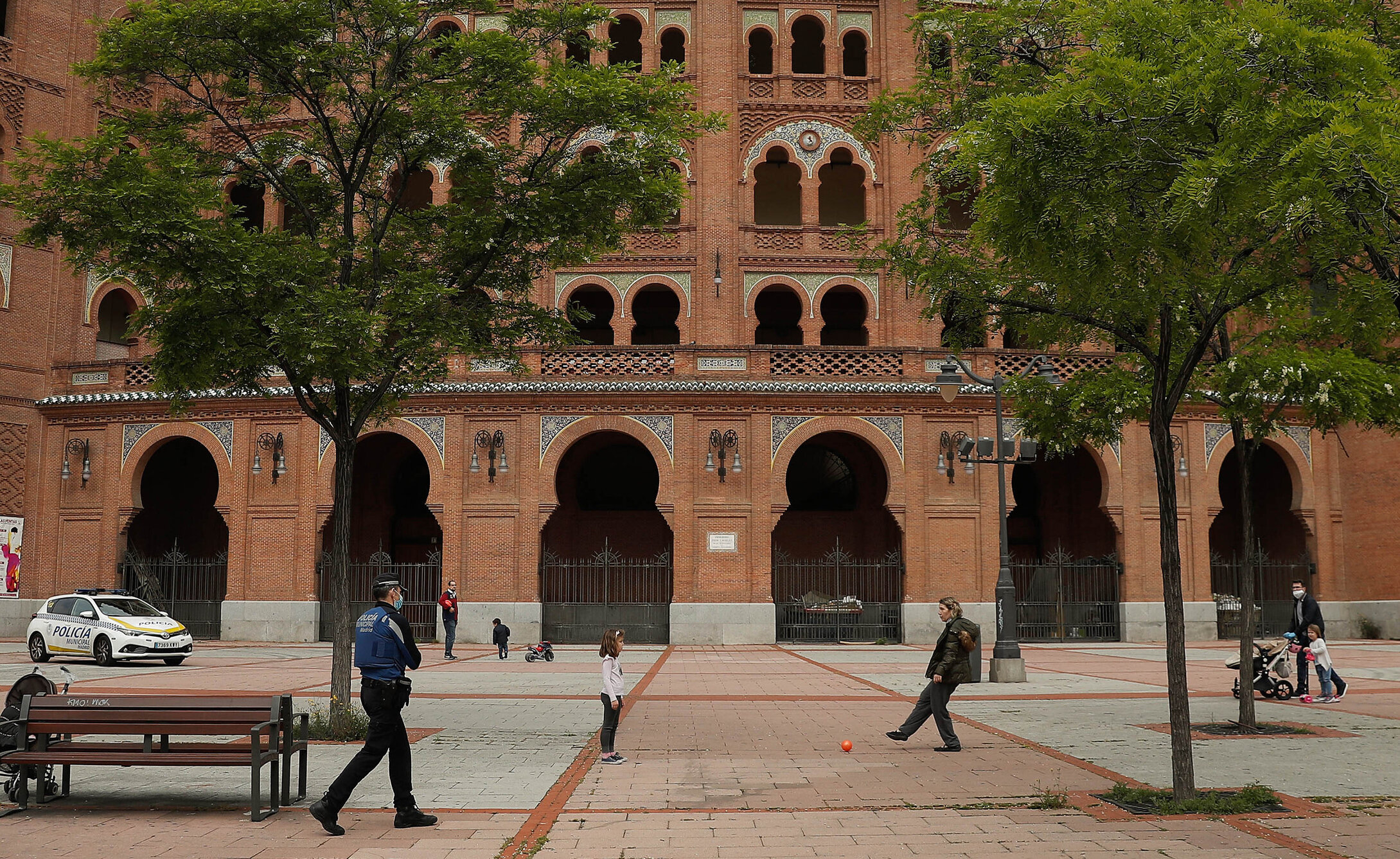 Madrid  Al doilea blocaj. 850.000 de cetățeni sunt în izolare, sunt permise doar deplasările esențiale