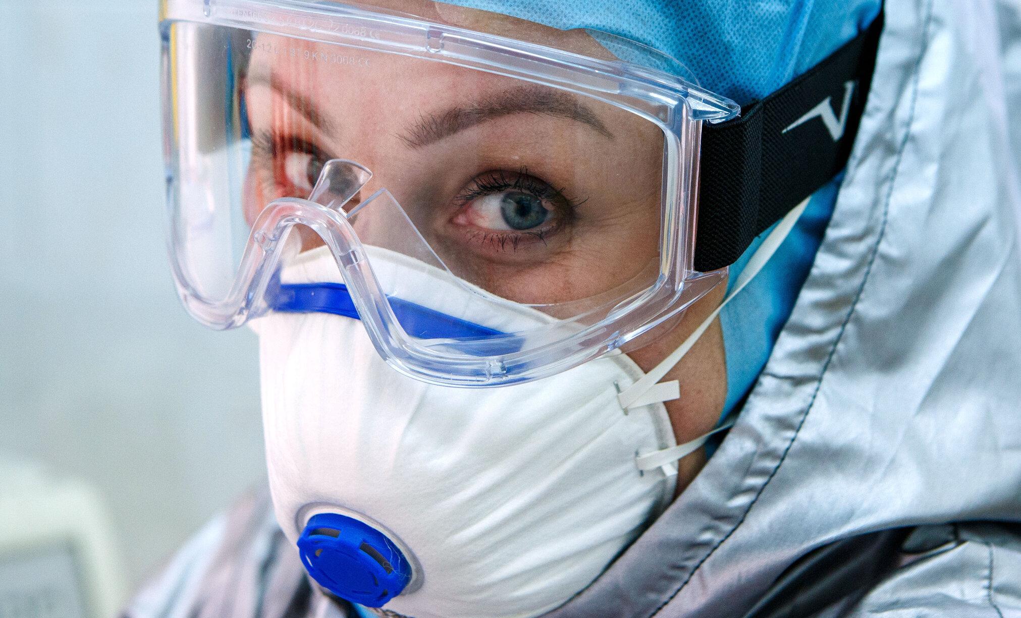 """Măștile destinate personalului medical nu sunt adaptate fețelor femeilor și asiaticilor. """"Sunt pentru rugbiști"""""""
