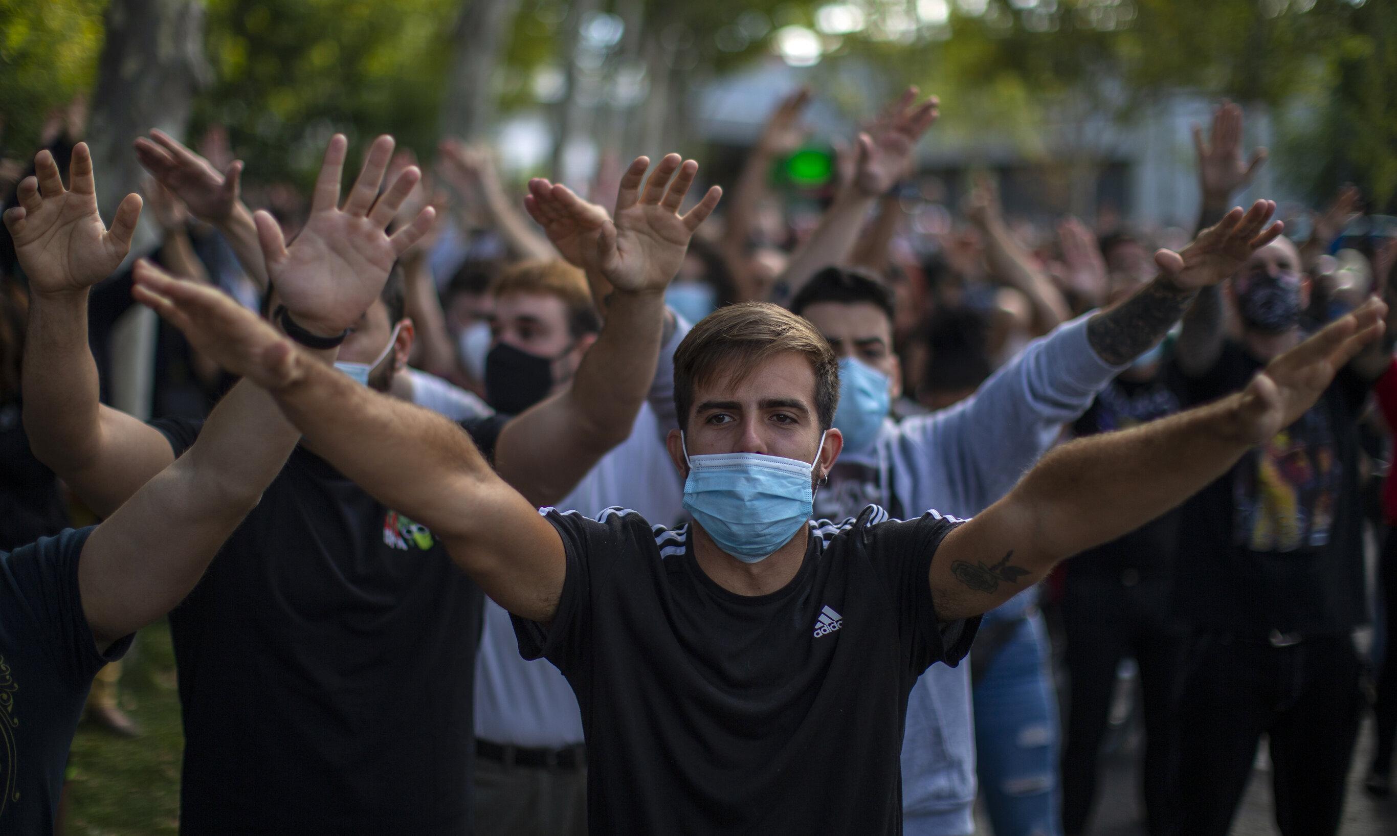 """Madrid  Proteste împotriva izolării. """"Nu-i închid pe bogați"""", blochează doar cartierele sărace"""