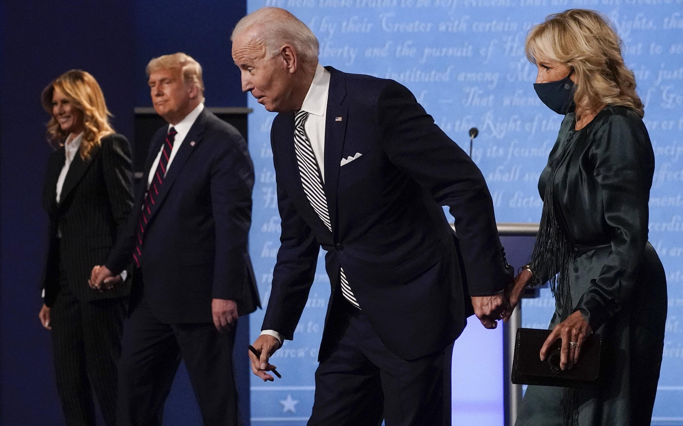 """Cine este câștigătorul confruntării dintre Biden și Trump? """"Nu politica, nu americanii"""""""