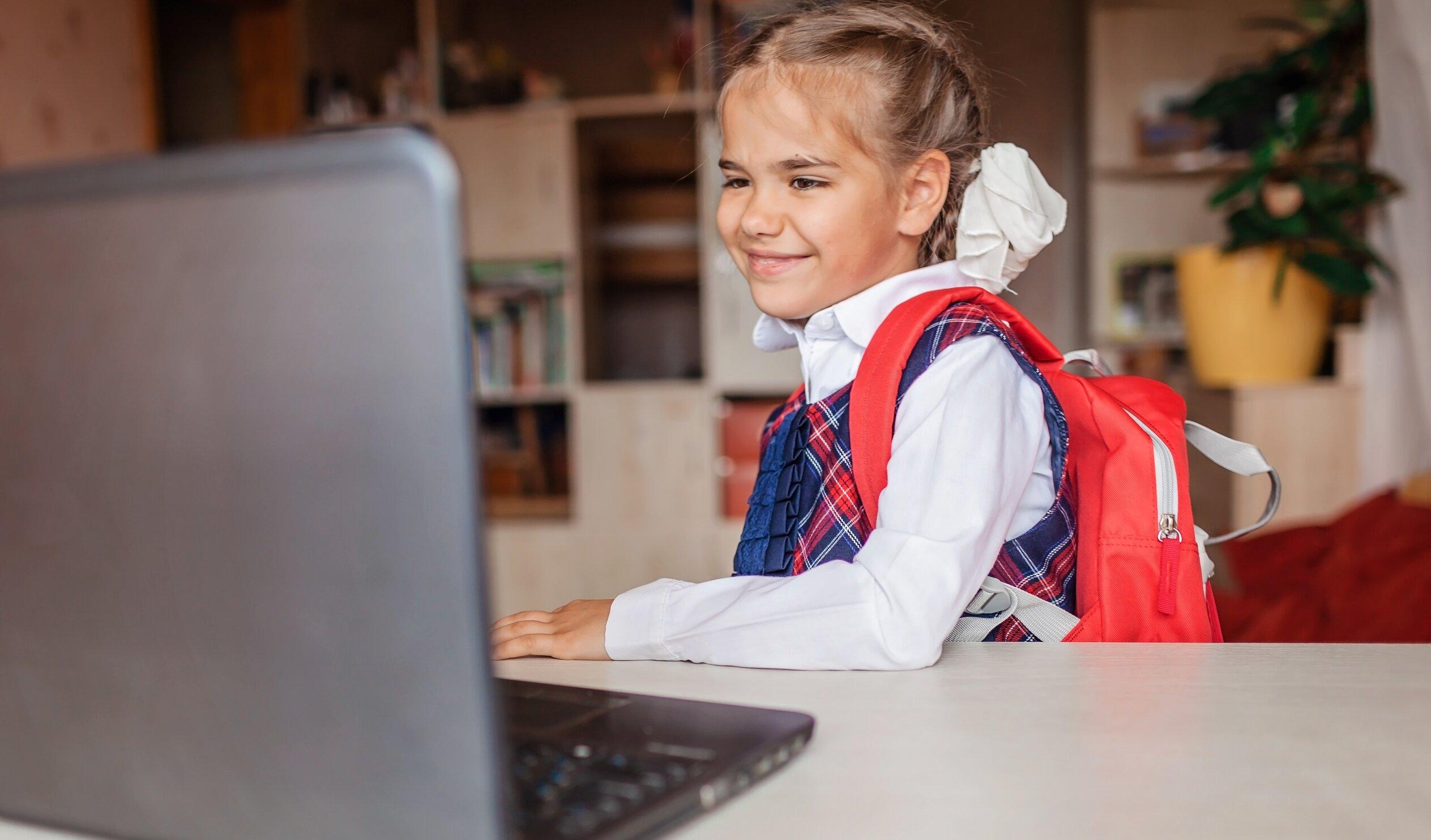 Cum încep școlile în lume. Între măsuri drastice, temeri și revenirea la normal