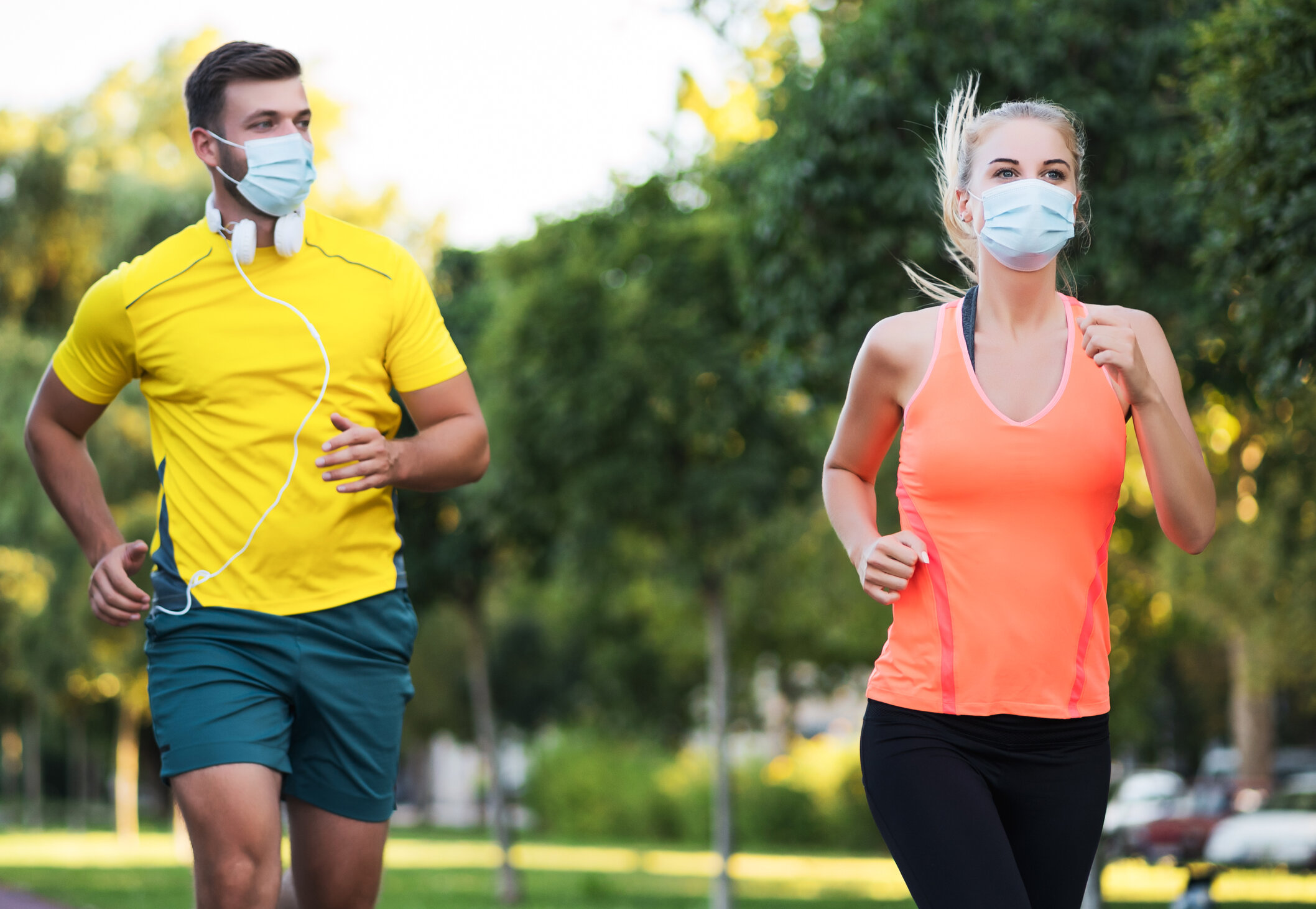 """Masca, recomandată în timpul activităților sportive. """"Ritmul respirator crește și răspândirea virusului este accelerată"""""""