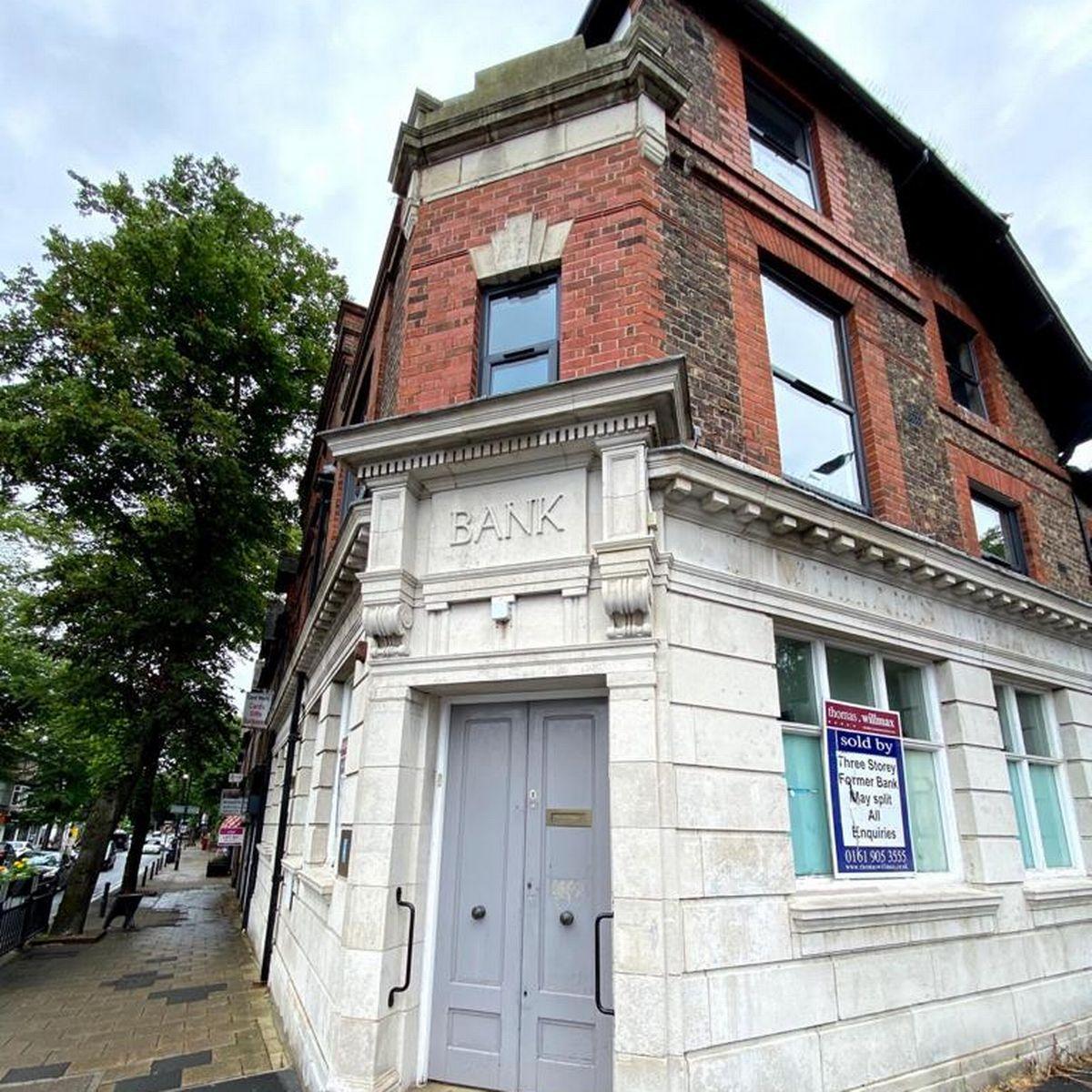 I-au refuzat un împrumut și acum este propietarul clădirii băncii