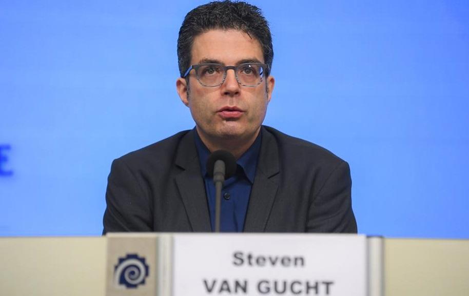 O carantinare voluntară de 14 zile ar putea salva Crăciunul, afirmă virusologul belgian Steven Van Gucht