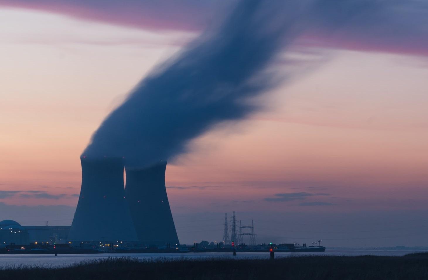 Poluarea aerului crește mortalitatea legată de Covid-19 cu 15%