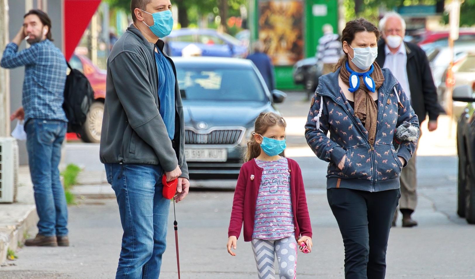 Covid-19| Persoanele infectate contaminează, în medie, jumătate dintre membrii familiei