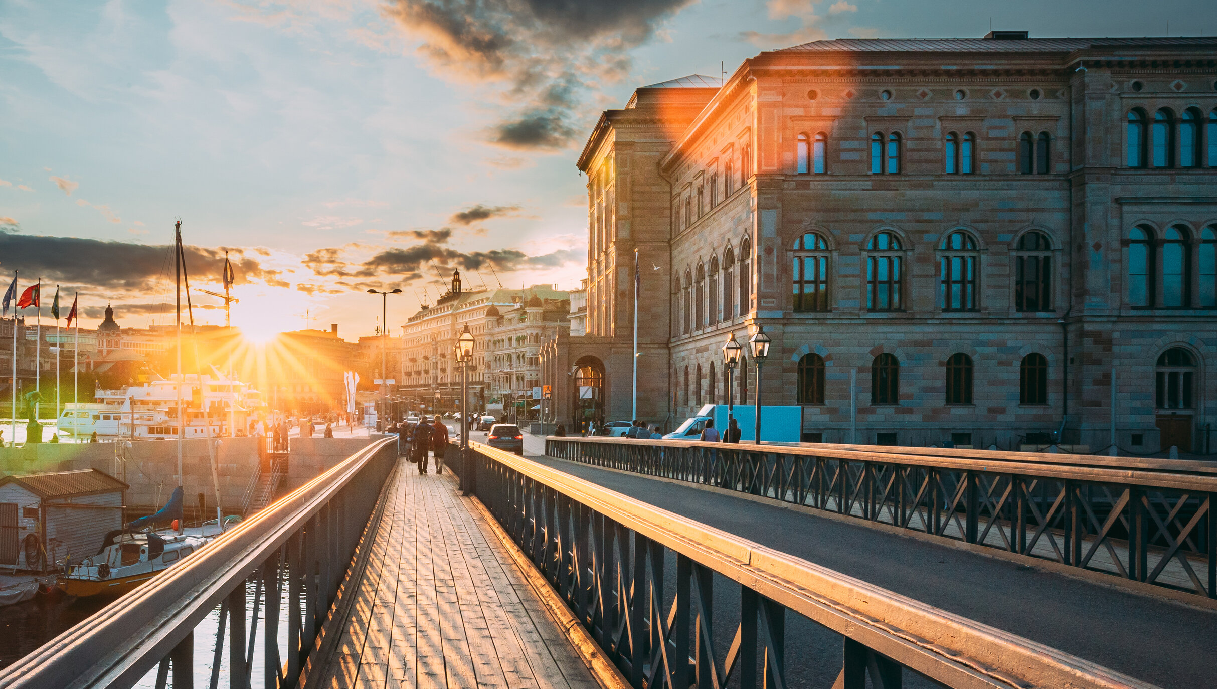 Suedia refuză în continuare izolarea, nu recomandă măștile și are una dintre cele mai scăzute rate de contaminare