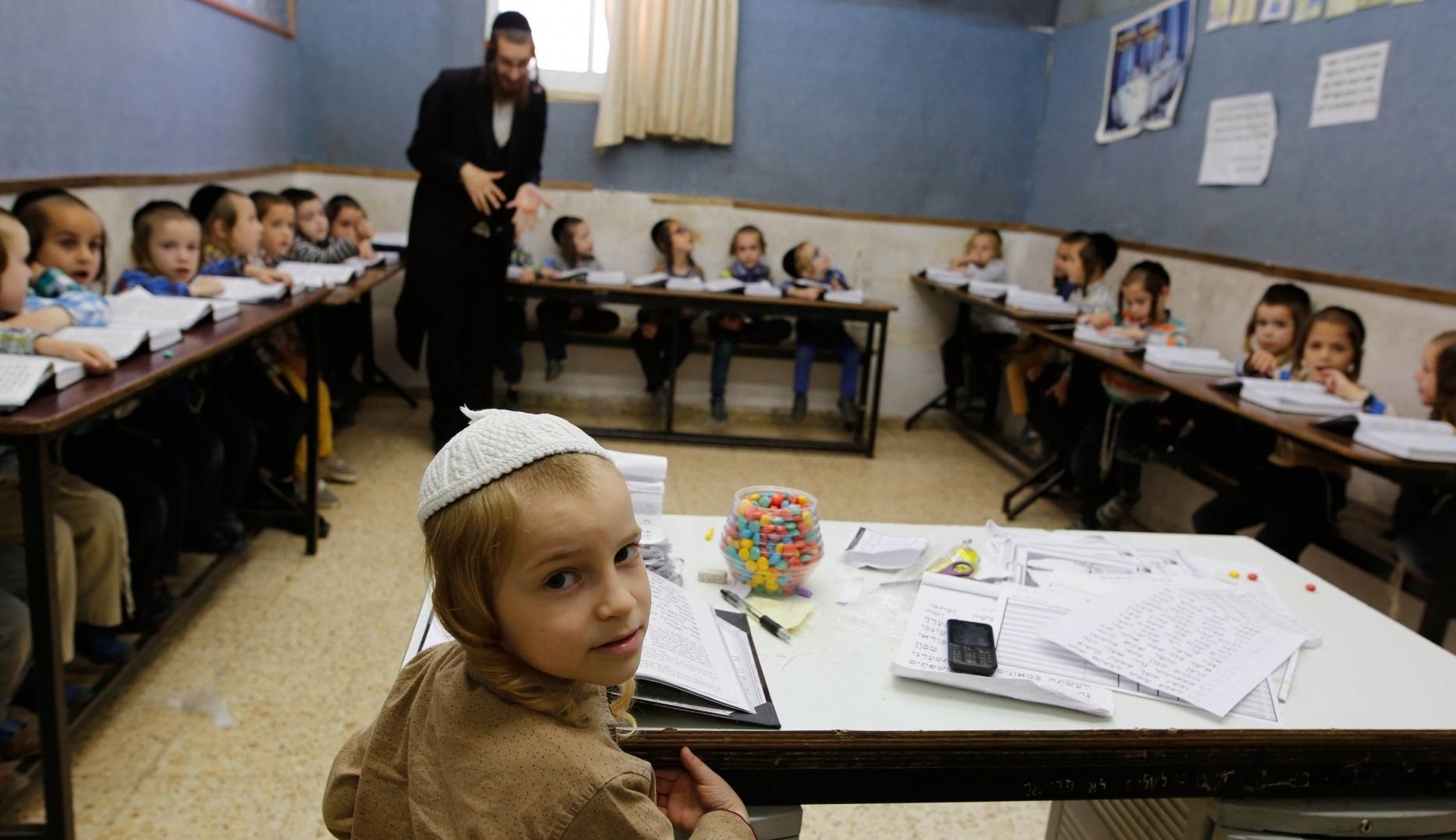 Israel| Zeci de mii de copii se întorc la școală, încălcând decizia guvernului